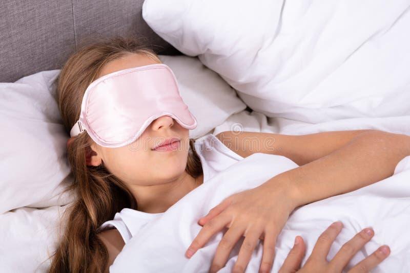 Dziewczyny dosypianie Z oko mask? obrazy royalty free