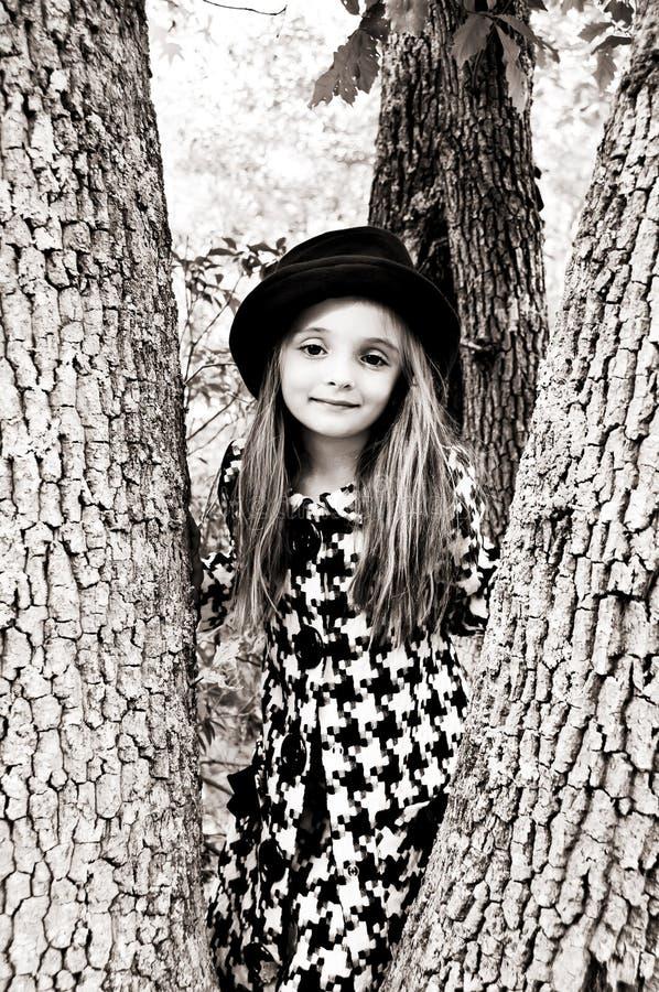dziewczyny drzewo zdjęcia royalty free