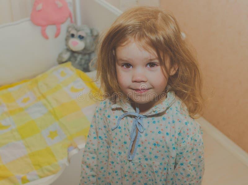 Dziewczyny dziecko w piżamy zbliżeniu zdjęcia royalty free