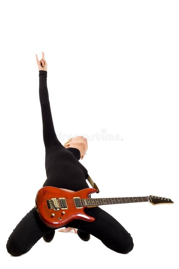 dziewczyny elektryczna gitara jej bawić się kolan obraz stock
