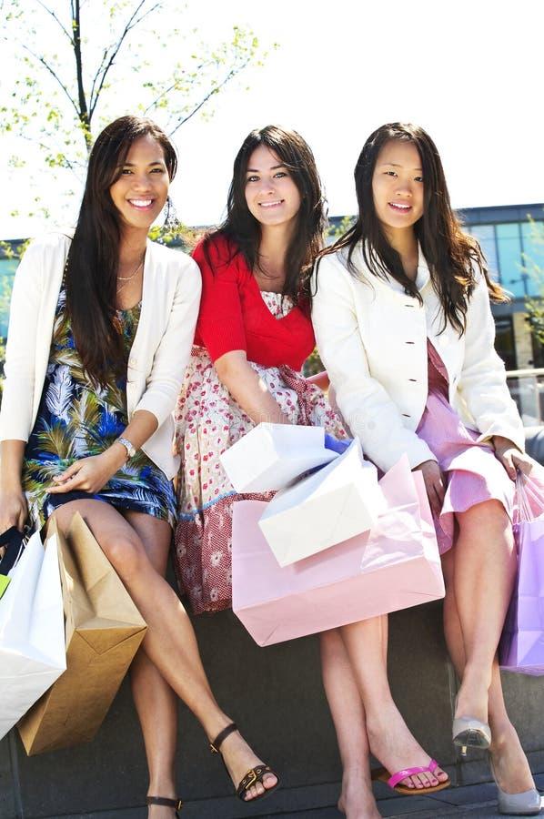 dziewczyny grupują zakupy fotografia royalty free