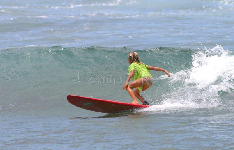 dziewczyny Hawaii deska czerwone surfingu young zdjęcie royalty free