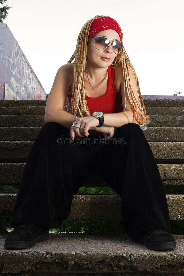 dziewczyny hip hop target2_0_ czerwień projektująca obrazy stock
