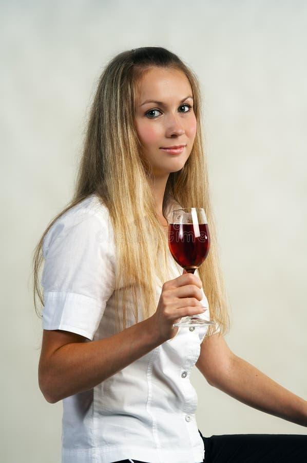 dziewczyny kieliszki wina fotografia stock