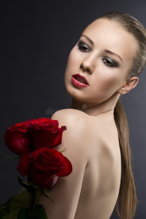 dziewczyny kluczowe niskie portreta róże s zdjęcie stock
