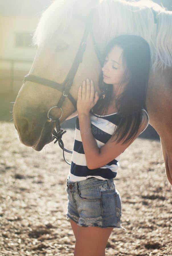 dziewczyny konia przejażdżki zdjęcie stock