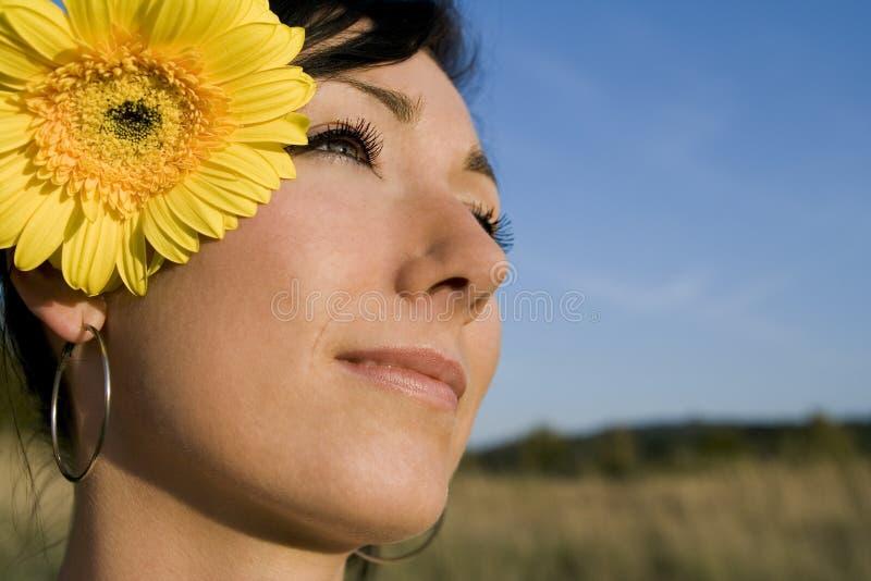 dziewczyny kwiat lata young obraz stock