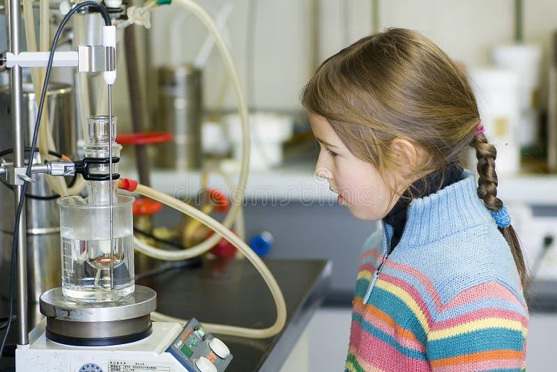 dziewczyny laboratorium chemicznego obrazy stock