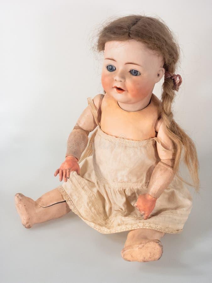 Dziewczyny lala z beż suknią i ponytail włosy zdjęcia royalty free