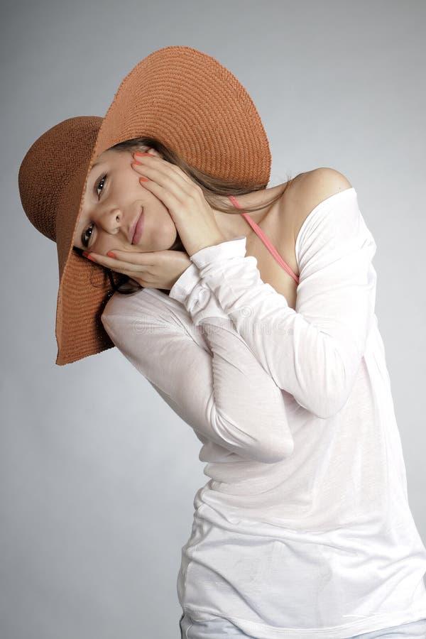 dziewczyny lato kapeluszowy target640_0_ obraz royalty free