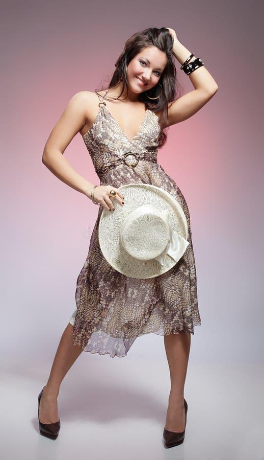 dziewczyny lato kapeluszowy target802_0_ obraz stock