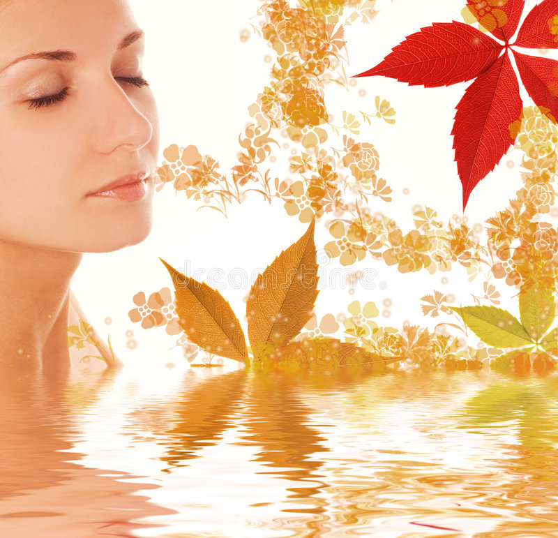 dziewczyny liście jesienią zdjęcie royalty free
