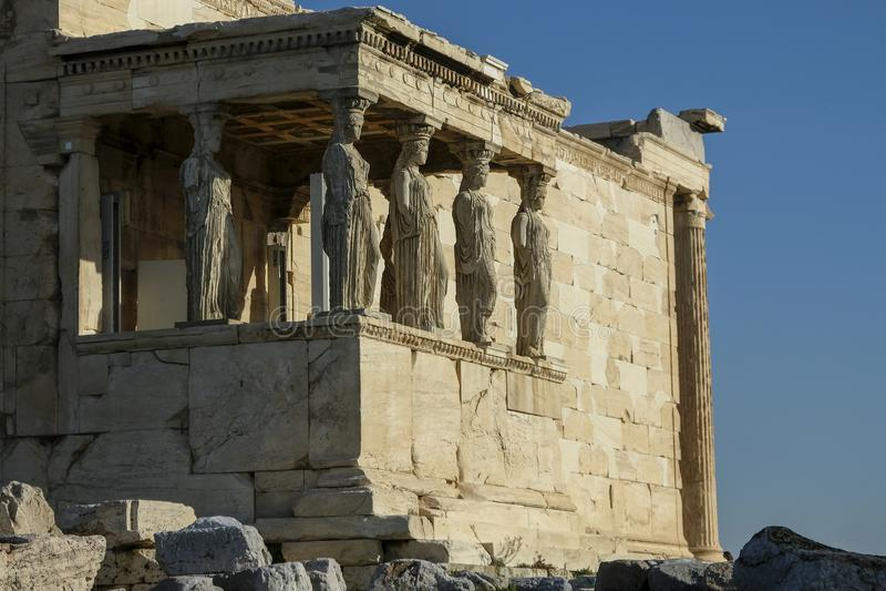 Dziewczyny lub kariatydy Erechtheion świątynia w Ateny, Grecja obrazy royalty free