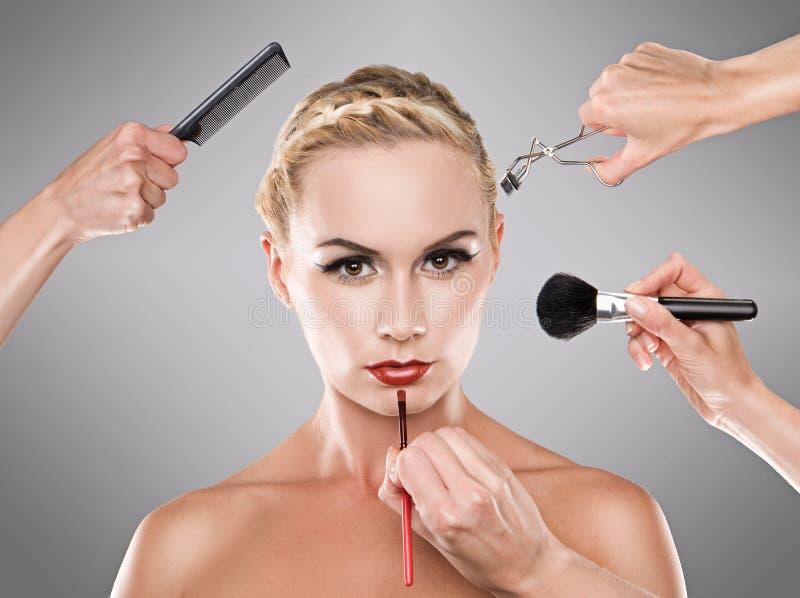 dziewczyny makeup ładni proces pracowniani potomstwa obrazy royalty free