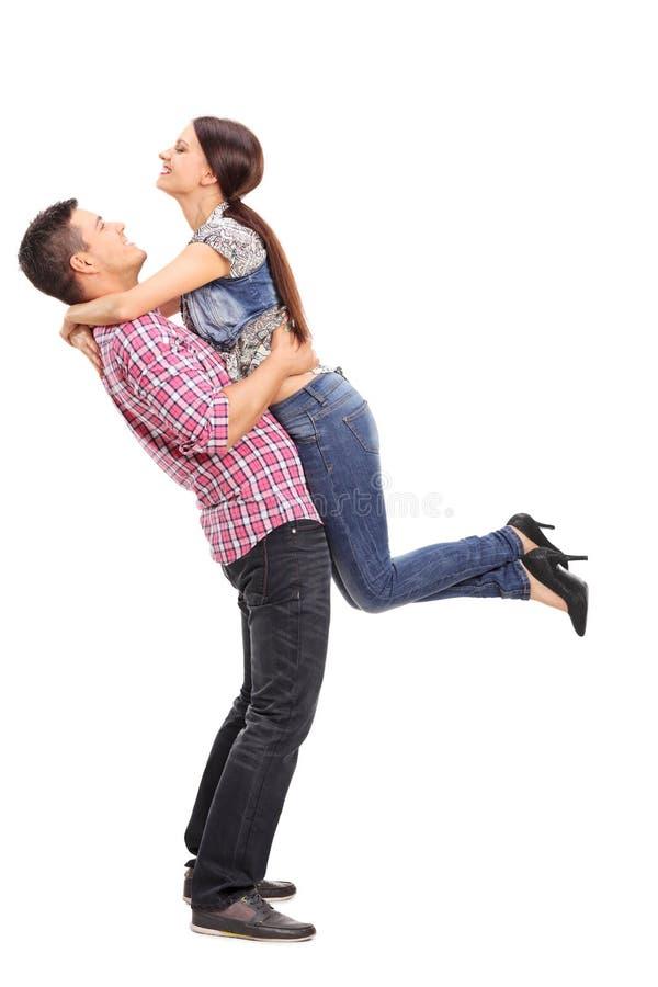 Dziewczyny miotanie herself w rękach jej chłopak zdjęcia stock