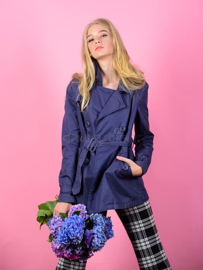 Dziewczyny mody modela odzie?y ?akiet dla wiosny i jesie? przyprawiamy Okopu ?akieta mody trend Musi mie? poj?cie modny zdjęcie royalty free