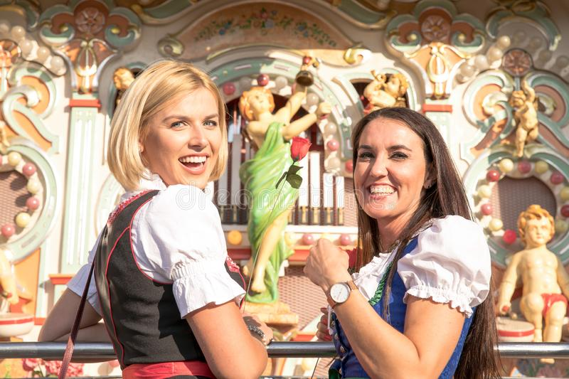Dziewczyny na oktoberfest rudny springfestival obrazy royalty free