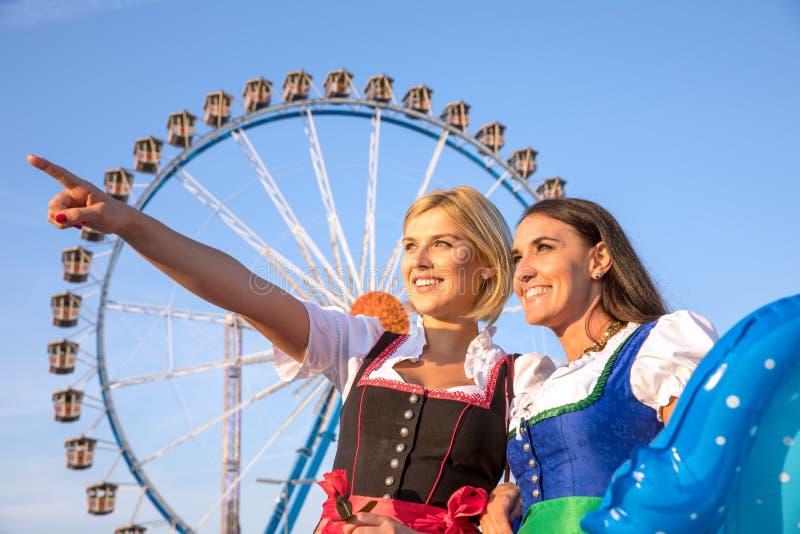 Dziewczyny na oktoberfest rudny springfestival obrazy stock