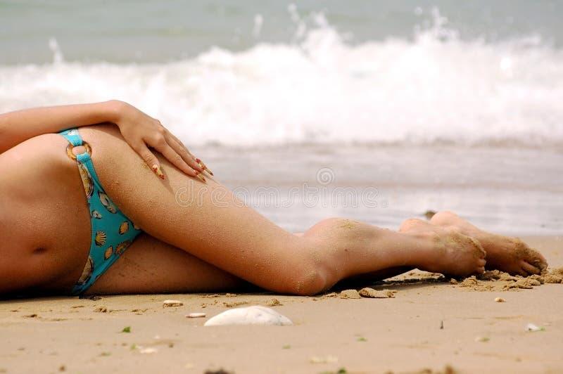 dziewczyny na plaży morza obrazy stock