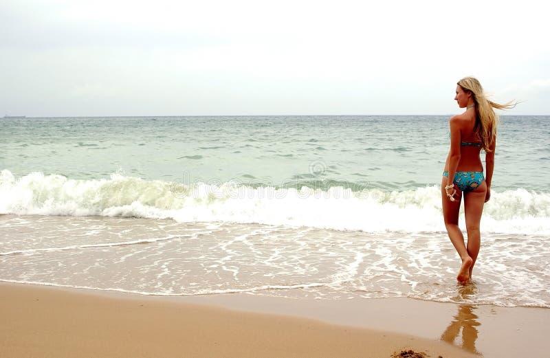 dziewczyny na plaży morza obraz royalty free