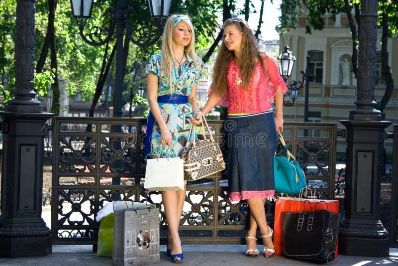dziewczyny na zakupy zdjęcie stock