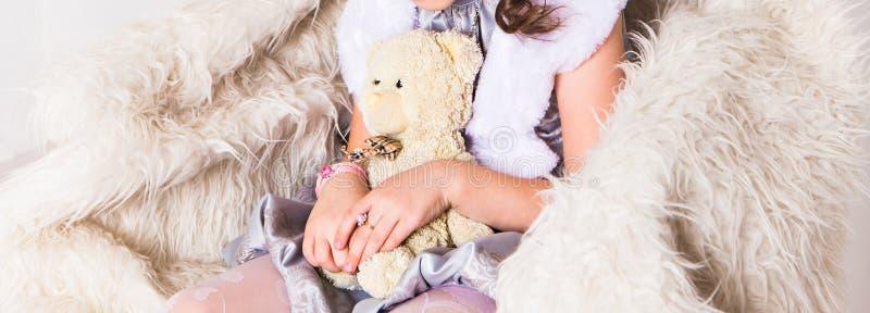 dziewczyny niedźwiedziej mały teddy obraz stock