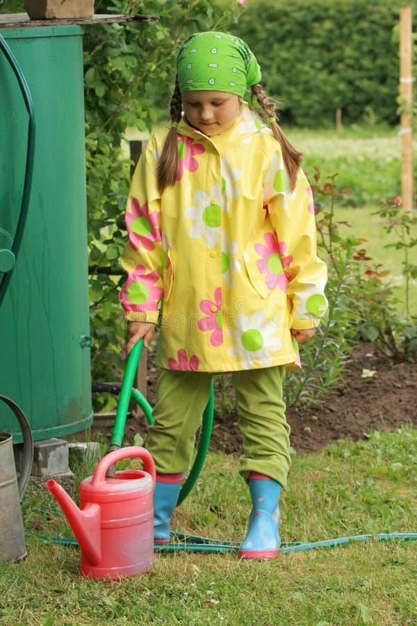 dziewczyny ogrodowej mały działania zdjęcia royalty free