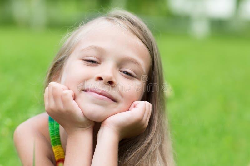 dziewczyny parkowy portreta ja target2101_0_ obrazy stock