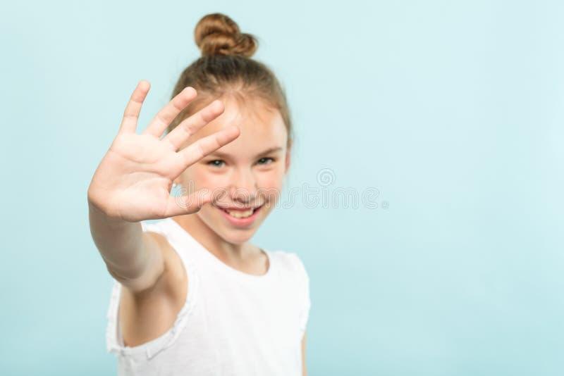Dziewczyny pokrywy twarzy okres więzienia odmowy ręki chować obraz royalty free