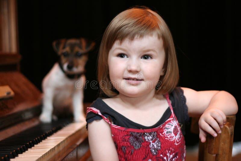 dziewczyny psi pianino zdjęcia royalty free