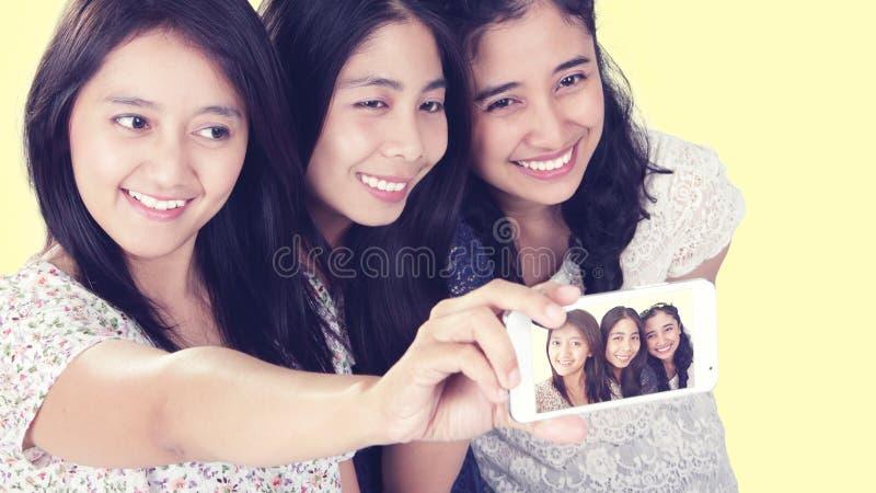 Dziewczyny robi selfie fotografia stock