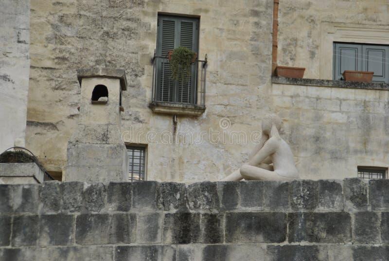 Dziewczyny rzeźba w Matera Sassi obrazy royalty free