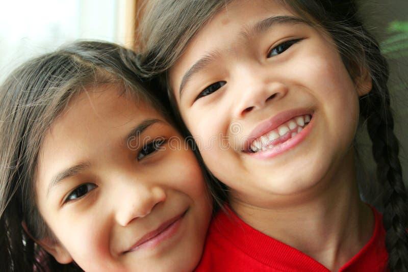 dziewczyny się uśmiechnął się dwa zdjęcie stock