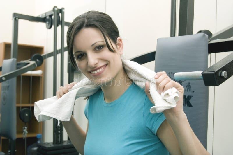 Download Dziewczyny się obraz stock. Obraz złożonej z fitness, aktywny - 2243369