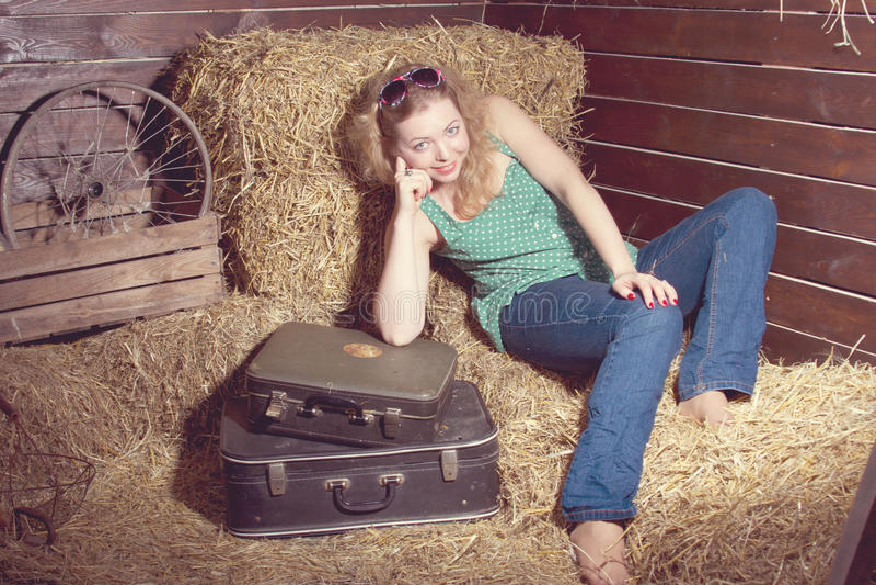 dziewczyny siana bagaż blisko zdjęcie royalty free