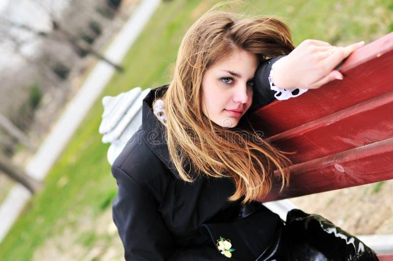 dziewczyny smutny parkowy obrazy royalty free