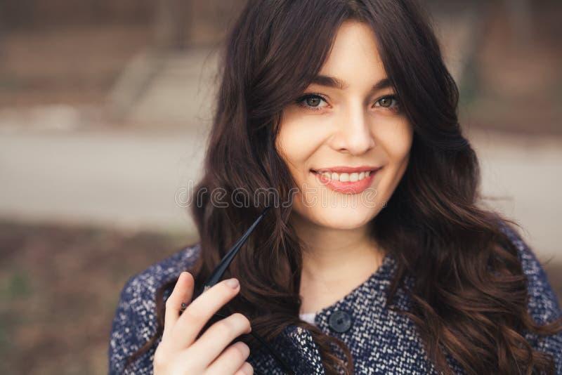 dziewczyny szczęśliwy portreta ja target404_0_ obraz stock