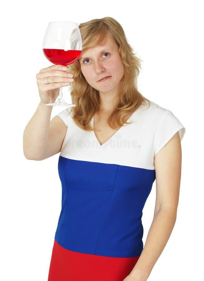 dziewczyny szkło patrzeje czerwonego biały wino zdjęcie royalty free