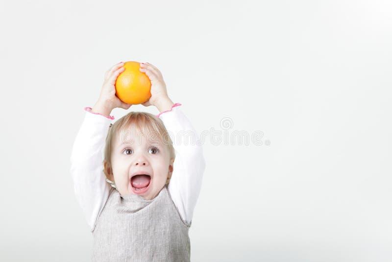 dziewczyny target1761_0_ mały pomarańczowy obraz royalty free