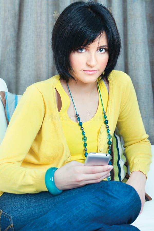 dziewczyny telefon komórkowy używać zdjęcia royalty free