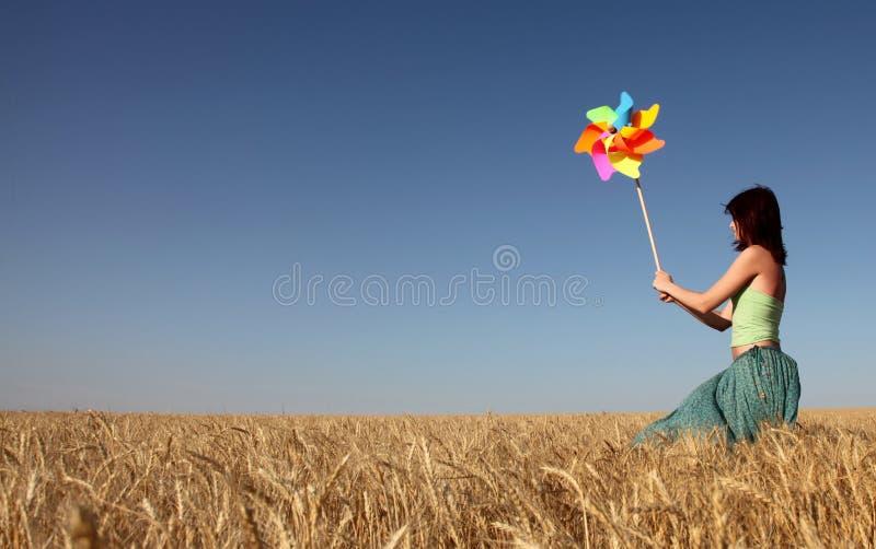 dziewczyny turbina wiatr zdjęcie stock