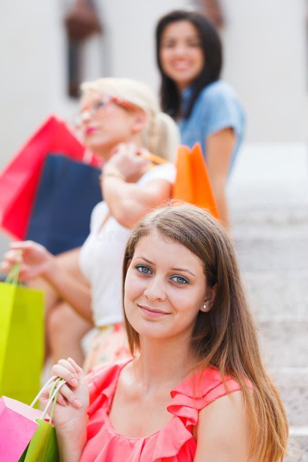 Dziewczyny w miasteczku zdjęcie stock