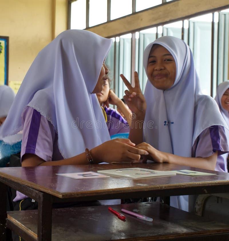 Dziewczyny w Muzułmańskiej szkole państwowej w Tajlandia zdjęcia stock