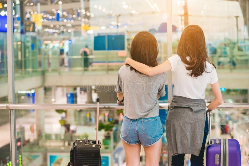 Dziewczyny w podróż momencie obrazy royalty free