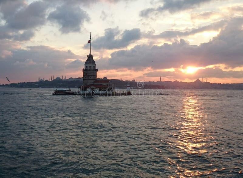 Dziewczyny wierza I Bosphorus zmierzch obraz stock