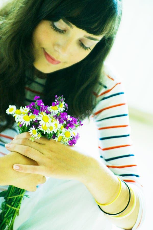 Download Dziewczyny Wildflower Bukiet. Obraz Stock - Obraz: 2713393