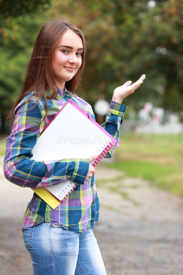 dziewczyny zamkniętej strzału ucznia, zdjęcia royalty free