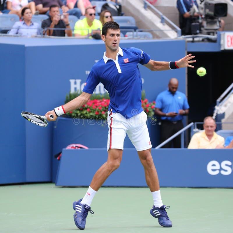 Dziewięć czasów wielkiego szlema mistrz Novak Djokovic w akci podczas pierwszy round dopasowania przy us open 2015 zdjęcie royalty free
