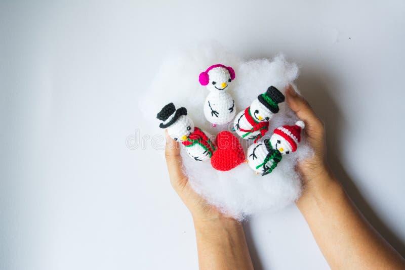 Dziewiarskie bałwan lale dla Bożenarodzeniowego pojęcia obrazy royalty free