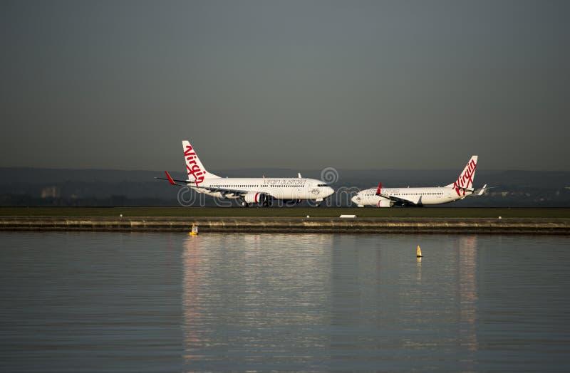 Dziewicze linie lotnicze na asfalcie przy Smith lotniskiem, Sydney zdjęcia royalty free